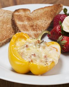 Bell Pepper Egg Boats You Should Definitely Make These Bell Pepper Egg Cups For Breakfast Healthy Desayunos, Healthy Work Snacks, Healthy Recipes, Low Carb Recipes, Cooking Recipes, Healthy Eating, Diet Snacks, Egg Recipes, Healthy Options