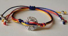 pulsera tricolor bandera venezuela original elegante Diy Jewelry, Beaded Jewelry, Jewlery, Handmade Jewelry, Beads, Paracord, Bracelets, Pastel, Random Pictures
