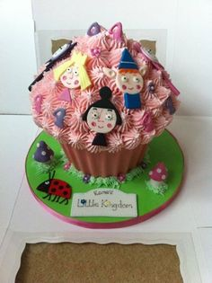 Ben and holly giant cupcake
