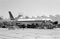 Convair CV880-22M-21 (YV-C-VIA, c/n 22-7-1-53) of Viasa on August 1st, 1961. VIASA's first Convair 880M receives finishing work, shortly before its  delivery. Later sold to Cathay Pacific. 12 years later it was destroyed by sabotage over Pleiku, South Vietnam.