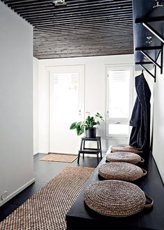 More often than not, your home's entryway is the place that sends you off to tackle your day. Use these tips to create a stunning entryway. Interior Architecture, Interior And Exterior, Deco Zen, Entry Hallway, Black Hallway, Hallway Ceiling, Interior Design Inspiration, Diy Furniture, Living Spaces
