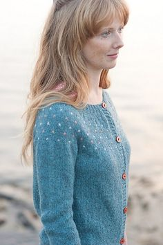 Ravelry: Kaye's Cardigan pattern by Hannah Fettig Cardigan Pattern, Knit Cardigan, Sweater Patterns, Fair Isle Knitting, Fashion Mode, Knit Jacket, Knitting Stitches, Wool Yarn, Ravelry