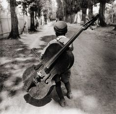 Love love LOVE Child with 'Cello (1931) Eva Besnyo - will always remind me of Sach and Pitstop concerts with Bo Stief :)