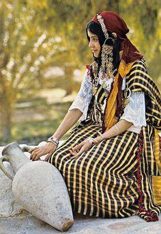 """Tunisie - Costume du Sud (Anissa Lotfi)"" | Postcard; publisher KAHIA. No 1630 || Source; http://www.ebay.com/itm/Tunisie-Tunisia-Costume-Sud-Southern-Anissa-Lotfi-/121462466079"