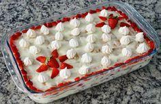 O Pavê de Morango é uma sobremesa fácil de fazer e sensacional, pois além de ser deliciosa, ainda vai decorar a sua mesa e encantar a todos os seus convida