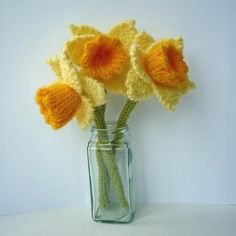Knitting pattern for Daffodils A quick knit using oddments of DK yarn Knitted Flowers Free, Crochet Flowers, Yarn Flowers, Knitting Patterns, Crochet Patterns, Knitting Ideas, Crochet Designs, Daffodil Flower, Daffodil Images