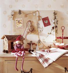00152934. Cómoda infantil decorada con motivos navideños en rojo y blanco_152934