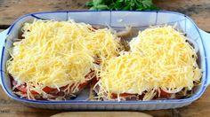 Kuřecí prsa zapečená s brambory, rajčaty a posypaná sýrem! Hotovo máte za 30 minut!