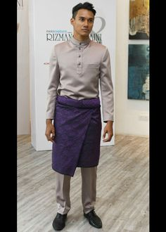 Baju Melayu and Sampin for the groom Muslimah Wedding Dress, Hijab Bride, Malay Wedding Dress, Dream Wedding Dresses, Groom Attire, Groom Dress, Wedding Men, Wedding Attire, Simple Outfits