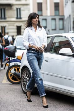 Emmanuelle Alt in a white shirt and boyfriend jeans The art of simple
