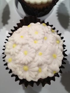 Daisy Embossed Iced Cupcake by Mini's Bakery
