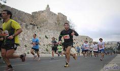 انطلاق سباق مارثون القدس الدولي بمشاركة نحو 35 ألف عداء: انطلق صباح اليوم الجمعة، سباق مارثون القدس الدولي، بمشاركة نحو خمسة وثلاثين الف…