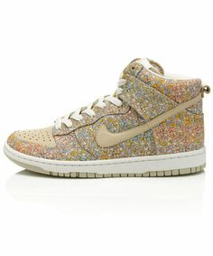 Liberty of London and Nike Dunks i waaant! Adidas Shoes Outlet, Fade Styles, Liberty Print, Nike Free Shoes, Liberty Of London, Nike Dunks, Crazy Shoes, Top Shoes, Tennis