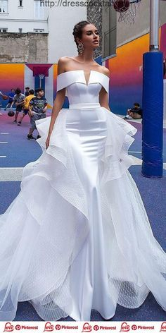 Sexy Wedding Dresses Ideas ♥ Don't want to look like white princess in your wedding dress on your big day? We collected for you some sexy wedding dresses which are elegant alternatives. Source by weddingforward ideas Sexy Wedding Dresses, Designer Wedding Dresses, Elegant Dresses, Sexy Dresses, Bridal Dresses, Strapless Dress Formal, Casual Dresses, Prom Dresses, Fashion Dresses