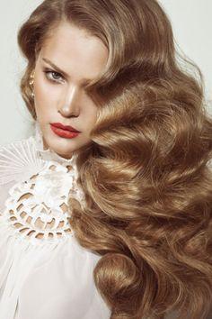 Old Hollywood Style big hair! I absolutely love big hair. Dark Blonde Hair, Wavy Hair, Shiny Hair, Blonde Curls, Gold Blonde, Brown Blonde, Blonde Color, Blonde Brunette, Vintage Hairstyles