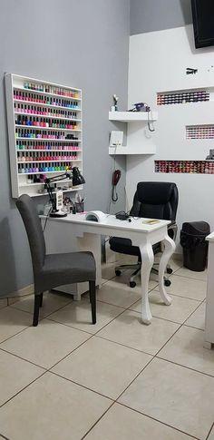 House of nails Home Nail Salon, Nail Salon Design, Nail Salon Decor, Beauty Salon Decor, Salon Interior Design, Beauty Salon Interior, Nail Station, Esthetician Room, Nail Room