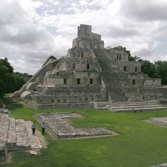 https://flic.kr/p/MGNbty | Acropolis - Edzna - Campeche - Mexico +++ CHECK MY EBOOK +++ THE MAYA SITES - HIDDEN TREASURES OF THE RAIN FOREST +++ AT AMAZON +++ #campeche #maya #pyramid #mayasites #travel #mexico #guide #templeplaces #amazingtemples #mesoamerica #archaeology