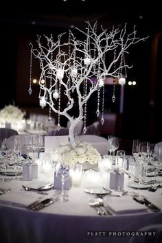 o conseguir ramas y pintarlas de blanco. Todo depende del espacio y la idea final branch and jewel centerpieces | Jewel winter wedding centrepiece | Table Decor & Centrepieces