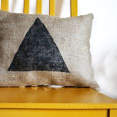 Make this cute geometric throw pillow for your home using muslin + burlap!