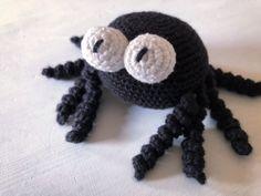 Crochet Animals, Crochet Toys, Knit Crochet, Little Boy And Girl, Boy Or Girl, Knitting Patterns, Crochet Patterns, Chrochet, Pet Toys