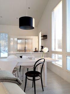 Hannas Home / dining area / kitchen / white home