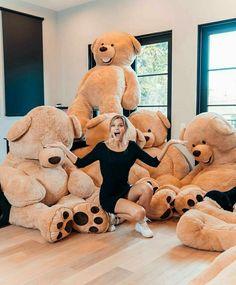 Women's Fashion Inspire by Alissa Violet Huge Teddy Bears, Giant Teddy Bear, Big Bear, Teddy Girl, Alissa Violet Style, Costco Bear, Photo Ours, Teady Bear, Teddy Bear Pictures