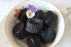 Husfrøy: Blåbær-krekling-seigmenn Sweets, Homemade, Desserts, Cakes, Tailgate Desserts, Deserts, Gummi Candy, Home Made, Cake Makers