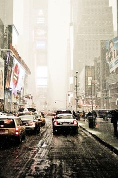 Times Square and snow, a NYC challenge... (one of many)