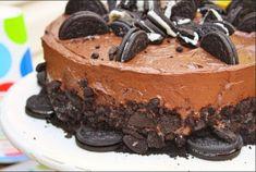 Κολασμενο κεικ oreo! 4 Frosting Recipes, Dessert Recipes, Desserts, Yummy Recipes, Yummy Treats, Sweet Treats, White Chocolate Cake, Eat Dessert First, Cupcake Cookies