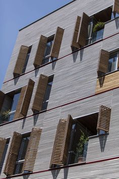 Andarzgoo Residential Building Architects: Ayeneh office Architect in Charge… Facade Architecture, Amazing Architecture, Contemporary Architecture, Building Facade, Building Design, Wooden Facade, Wooden Slats, Facade Design, Facade House