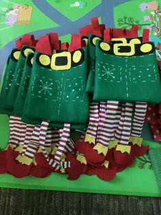 ideas para dulceros navideños  Dale un toque creativo a las fiestas infantiles Christmas Treat Bags, Christmas Gift Bags, Christmas Sewing, Christmas Candy, Christmas Time, Christmas Stockings, Elf Decorations, Christmas Decorations, Christmas Projects