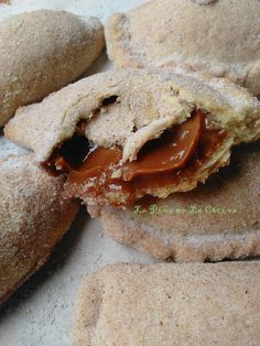 Soft Dulce de Leche Empanadas - The Pineapple in the Kitchen Mexican Pastries, Mexican Bakery, Mexican Sweet Breads, Mexican Bread, Mexican Dishes, Mexican Brunch, Dessert Empanadas Recipe, Sweet Empanadas Recipe, Pan Dulce