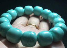 松石綠 綠松石 也稱突厥玉(法文與英語:turquoise)、土耳其石、土耳其玉。顏色從藍、綠色到淺綠、淺黃色,硬度則差異較大。其中以藍色/藍綠色/翠綠而且結構緻密的誕生石中代表十二月的誕生石,象徵著成功與必勝 Beaded Bracelets, Colour, Jewelry, Color, Jewlery, Jewerly, Pearl Bracelets, Schmuck, Jewels