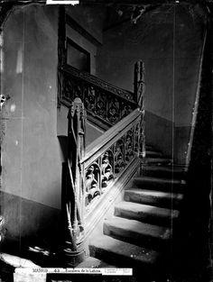 Escalera del antiguo hospital de La Latina. Foto Jean Laurent, 1890.