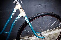 Jagaren. Bicicleta sueca restaurada pelo Studio Vila. Selim e manoplas em couro natural Sem Raça Definida. Foto da Raquel Espirito Santo