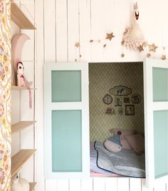Meisjes kinderkamer #bedstee #sleepingnook #kidscorner #kidsroom | Kinderkamerstylist Bunk Beds, Entryway, Bedroom, Kids Rooms, Anna, Furniture, Home Decor, Instagram, Appetizer