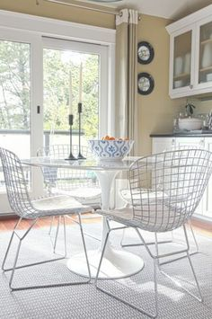 Ideas for the Dinning Nook : The Bertoia Chair Dinning Nook, Wire Dining Chairs, Dining Room Table, Table And Chairs, Dining Area, Kitchen Dining, Bag Chairs, Metal Chairs, Kitchen Chairs