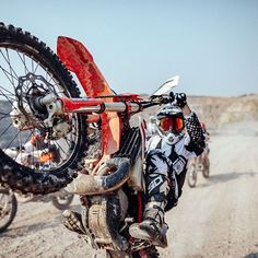 What is your favorite picture of We chose 8 pictures, now we need your help. What's the best? 1 ( 2 ( 3 ( 4 ( 5 ( 6 ( 7 ( 8 ( Comment below your favorite picture of 2018 🔥😜 . Enduro Motocross, Enduro Motorcycle, Motorcycle Images, Racing Motorcycles, Motorcycle Quotes, Custom Motorcycles, Dirt Bike Wheelie, Moto Cross Ktm, Motocross Girls
