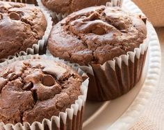 30 Minute Chocolate Chocolate Chip Muffins-Makes about two dozen muffins Jumbo Muffins, Baking Muffins, Think Food, Love Food, Fondant Cupcakes, Cupcake Cakes, Just Desserts, Delicious Desserts, Baking Recipes