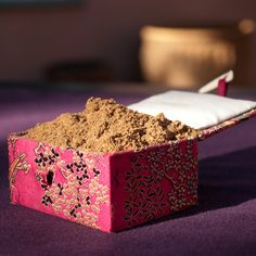Ras el Hanout is a spice blend from the Middle East and North Africa. Close your eyes, take a deep inhale through your nose, and imagine a market in Morocco.
