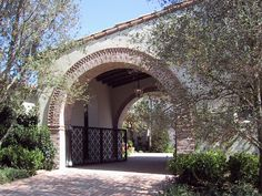 Spanish Revival porte cochere, awesome!