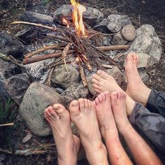 【adams.guild】さんのInstagramの写真をピンしています。《Campfires aren't only for cooking. Kids get their feet wet in the snow much faster than big people do. 『焚き火なんて料理を作るためだけではなく、子供の濡れている足にも良い。』 #笠置山の土地 #焚き火 #800坪  #南向き #標高420m #林  #里山 #恵那  #岐阜 #栗の木 #ヒノキ #松 #スギ #お水 #岩 #薪  #山男 #山 #山仕事  #フォレストガーデン #パーマカルチャー #adamsguild #permaculture  #forestgarden #foodforest #japan #campfire #uglyfeet #beautifulfeet》