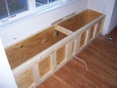 Make a bench Dining Room Bench, Kitchen Benches, Banquette D Angle, Making A Bench, Design Salon, Home Organisation, Recycled Furniture, Diy Wood Projects, Home Staging