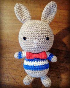 Il y a pile poil un an, je venais de finir mon ptit lapin marin ⚓️ et devenais accro au crochet #crochet #crochetaddict #amigurumi #luvlygurumi #CrocheterSonDoudou