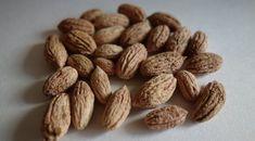 Nu mai arunca sâmburii de măsline, au o proprietate unica foarte folositoare. Grecii nu-i arunca niciodata! Olive Seeds, Good To Know, Natural Remedies, Almond, Health Fitness, Healthy Recipes, Healthy Food, Products, Folklore