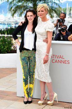 Stewart: AMAZING patterned pants, white shirt, black blazer, black pumps  Dunst: classy white dress with floral embellishment, cream pumps