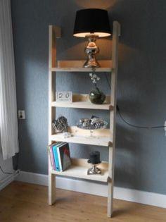Handig wandmeubel van steigerhout plankjes voor bijv sleutels of een leuk kaarsje en 2 vakken - Decoratie montee d trap ...
