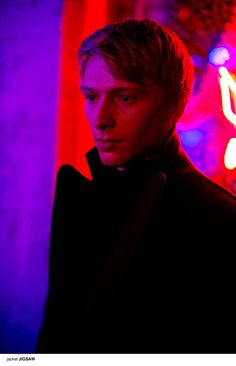 We meet the UK's next rising star from the acting world, Will Tudor. From ITV's 'Mr. Selfridge' to being cast as Olyvar in 'Game of Thrones', we chat about his latest role in Channel 4's smash hit sci-fi series 'Humans'.