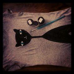 DIY cat on the ladies t-shirt