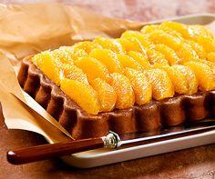 Luftiges Schokoladebiskuit mit Orangen